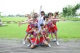 チア☆ドル「スパークス」のメンバーと(C)ABC