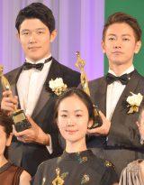 「東京ドラマアウォード2015」で4冠を獲得した『天皇の料理番』に出演した(後列左から)鈴木亮平、佐藤健、(前列)黒木華 (C)ORICON NewS inc.