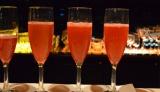 21日、都内で行われた女性限定完全招待制イベント「ヴェネチアン マスカレード ナイト」で提供されたウェルカムドリンクも、バラの香りがほのかに漂う、大人女子の心を掴む味わいに (C)oricon ME inc.
