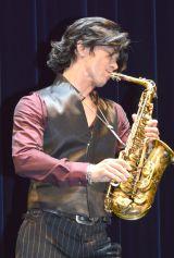 『25thANNIVERSARY TOUR〜BREATHLESS〜武田真治 FEATURING FRIED PRIDE』より (C)ORICON NewS inc.