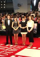 『第28回東京国際映画祭』のレッドカーペットに登場したPerfume