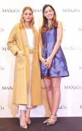 ゲストとして登場した(左から)オリヴィア・パレルモと森泉/伊ファッションブランド「MAX&Co.」表参道店のリニューアルイベント
