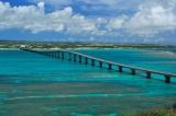 トリップアドバイザーがユーザーの声をもとに実施した「口コミで選ぶ日本の橋ランキング」6位の来間大橋(沖縄県・宮古島)