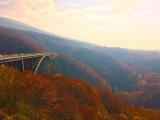 トリップアドバイザーがユーザーの声をもとに実施した「口コミで選ぶ日本の橋ランキング」21位の城ヶ倉大橋(青森県)