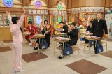 周子さんが行っていたイタイ行動の数々にドン引きする教室の生徒たち(C)テレビ朝日