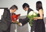 小栗康平監督の70歳の誕生日をお祝い=映画『FOUJITA』の舞台あいさつ (C)ORICON NewS inc.