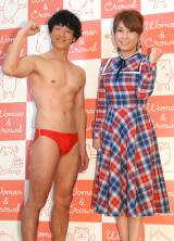 『Woman&Crowd』1周年記念記者発表会に出席した(左から)品川庄司の庄司智春、はるな愛 (C)ORICON NewS inc.