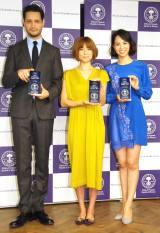 『第1回 ベストアロマニストアワード』の授賞式に出席した(左から)リヒト、hitomi、鈴木サチ (C)ORICON NewS inc.