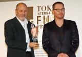 (左から)『第28回東京国際映画祭』で「東京グランプリ」を獲得したホベルト・ベリネール監督、審査委員長のブライアン・シンガー監督 (C)ORICON NewS inc.