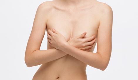 離れ乳になる原因はろっ骨の間の筋肉だった!?
