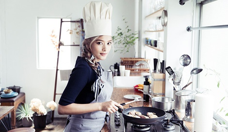 ローラ初のレシピ本『Rola's Kitchen』(エムオン・エンタテインメント/11月30日発売)より