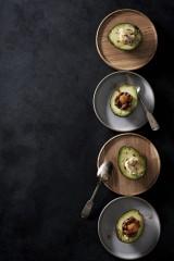 ローラ初のレシピ本『Rola's Kitchen』(エムオン・エンタテインメント/11月30日発売)より  「小さな卵と納豆ちゃん&アボカドのハニーチーズペッパー」