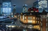 """東京ステーションホテルの開業100周年を記念し、1日限定で赤い""""祝賀""""カラーにライトアップされた東京駅丸の内駅舎ドーム (C)oricon ME inc."""