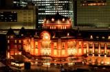 通常時はオレンジ色にライトアップされる、東京駅丸の内駅舎