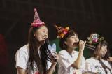 """ライブ演出やグッズのプロデュースを手がけた""""あーりん""""こと佐々木彩夏(左) Photo by HAJIME KAMIIISAKA+Z"""