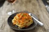 『いくらワイン醤油漬』を使ったアレンジレシピ「生ウニといくらワイン醤油漬のクリームパスタ」