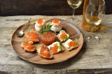 『いくらワイン醤油漬』を使ったアレンジレシピ「いくらワイン醤油漬の手まり寿司」など3品