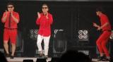 『日本女子博覧会-JAPAN GIRLS EXPO 2015-』オープニングセレモニーより 8.6秒バズーカーの「ラッスンゴレライ」を桂文枝がコラボ披露 (C)ORICON NewS inc.