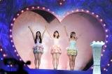 解散ライブを行ったフレンチ・キス(左から倉持明日香、柏木由紀、高城亜樹)