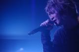 新曲「閃光」を披露したAqua Timezの太志