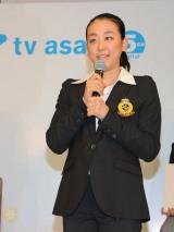 テレビ朝日の会見でグランプリシリーズ/ファイナルへの意気込みを語っていたフィギュアスケートの浅田真央選手