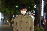 トレンチコートにマスク&眼鏡…怪しすぎっ(C)関西テレビ