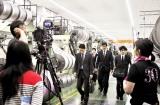 工場内で行われた阿部寛さん主演「下町ロケット」の撮影=8日、福井市西開発3丁目の福井経編興業