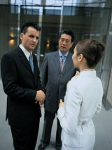 """ビジネスシーンで役立つ英語表現を紹介。どんな時でも対応できる""""報告""""術を身につけよう"""