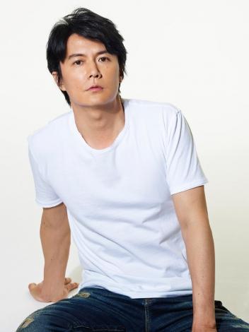 白シャツの福山雅治