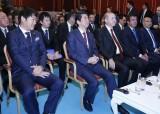 日本・トルコ合作映画『海難1890』を鑑賞した安倍晋三首相、レジェップ・タイイップ・エルドアン大統領
