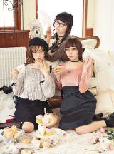 スペシャルブックでメガネに合うヘアアレンジを披露した(左から)中村里砂、松野莉奈(私立恵比寿中学)、西もなか