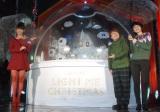 クリスマスカラーを意識した衣裳で登場した(左から)おのののか、ハリセンボンの近藤春菜、箕輪はるか (C)ORICON NewS inc.