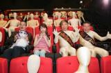 映画『劇場霊』のイベントに登場した(左から)中田秀夫監督、島崎遥香、海原はるか、海原かなた