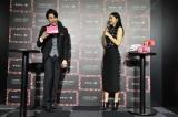 『コフレドール メイクアップラウンジ パーティコフレ アンド ラブ』オープニングイベントに出席した(左から)平成ノブシコブシの吉村崇、長澤まさみ