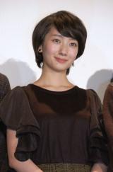 連続テレビ小説『あさが来た』(NHK)のヒロインを務める波瑠が主演した映画『流れ星が消えないうちに』が公開。大阪から東京へ、初日舞台あいさつに駆けつけた (C)ORICON NewS inc.