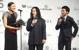 『VOGUE JAPAN Women of the Year 2015』授賞式に出席した吉田羊、エスコート役のピースの又吉直樹、綾部祐二 (C)ORICON NewS inc.