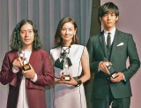 『第44回 ベストドレッサー賞』授賞式に出席した(左から)ピース・又吉直樹、吉田羊、松坂桃李 (C)ORICON ME inc.
