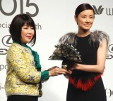 『VOGUE JAPAN Women of the Year 2015』授賞式に出席した吉田羊(右) (C)ORICON NewS inc.
