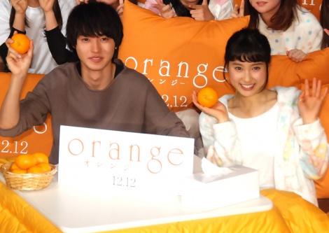 映画『orange-オレンジ-』公開直前「こたつdeオレンジ」試写会に出席した(左から)山崎賢人&土屋太鳳 (C)ORICON NewS inc.