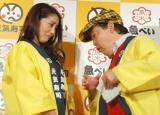 元気寿司『キッチンファイト〜2ndSeason〜』決勝大会に出席した(左から)熊切あさ美、上島竜兵 (C)ORICON NewS inc.