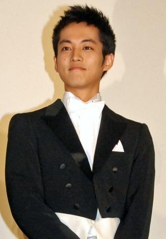 松坂桃李の短髪にファン興奮 西田敏行激励「ビッグな俳優になって」