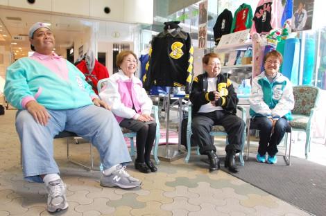 ファッションブランド『SAILORS』カスタム・オーダー会に出席した(左から)小錦、海老名香葉子、高木ブー、三浦静加氏 (C)ORICON NewS inc.