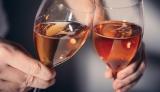 ワインを堪能するには、写真のような脚付きのステムグラスで飲むのがGood