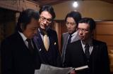 12月13日放送、『下町ロケット』第9話。倫子の影に不安を覚える佐山(右から2人目/小泉孝太郎)(C)TBS