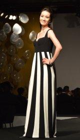 ファッションブランド『ESCADA』2016春夏ファッションショーにゲストモデルとして出演した荒川静香 (C)ORICON NewS inc.