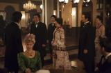 12月13日放送、NHK大河ドラマ『花燃ゆ』最終回 鹿鳴館で開催された舞踏会で踊る楫取(大沢たかお)と美和(右)(C)NHK