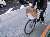見通しが悪い住宅地の交差点はとても危険。実際に自転車運転者が亡くなった事故も発生している