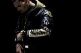 「A BATHING APE(R) BLACK」を着こなす米歌手のクリス・ブラウン