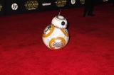 現地時間12月14日、米ロサンゼルス・ハリウッドで開催されたワールドプレミアに登場した新ドロイド「BB-8」