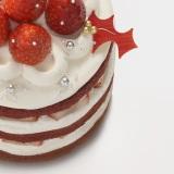 白と赤のコントラストが鮮やかな『Holly Jolly Christmas』